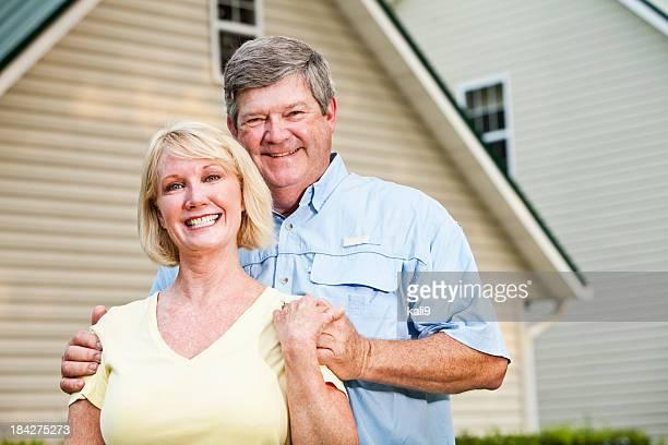 幸せなカップルの家