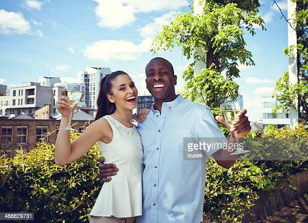happy couple - izusek stockfoto's en -beelden