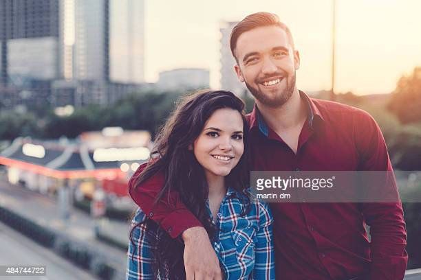 happy couple portrait in the city - zus stockfoto's en -beelden
