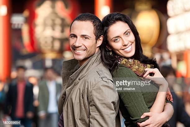 アジアでハッピーカップルショッピング