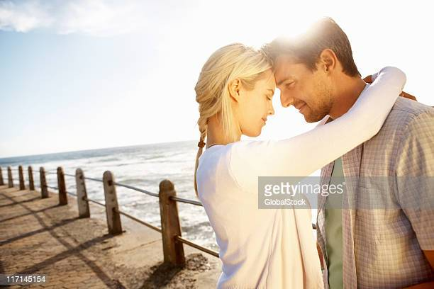 Glückliches Paar genießen die Zeit zusammen