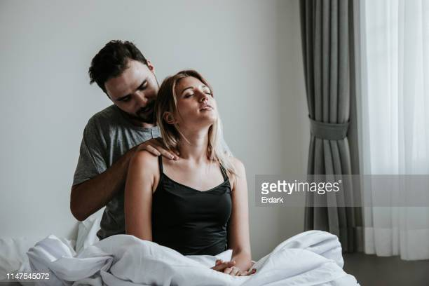 couples heureux passant le temps ensemble-stock imag - massage homme femme photos et images de collection