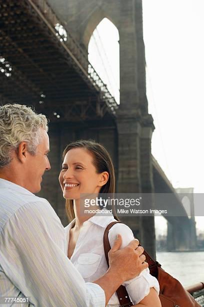 happy couple under bridge - ニューヨーク郡 ストックフォトと画像