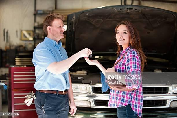 幸せな顧客がキーです。オートメカニックのお客様にご満足いただける最高のサービスをお届けします。