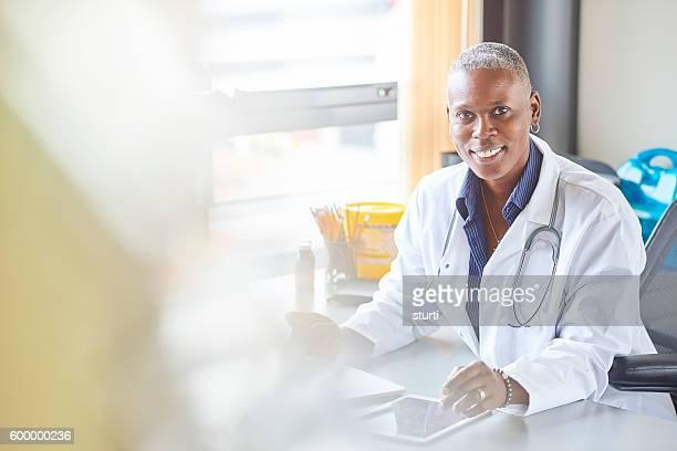 Feliz médico