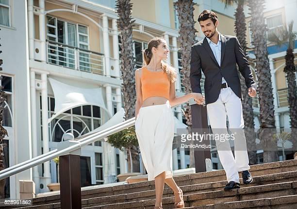 glücklich elegante Junges Paar