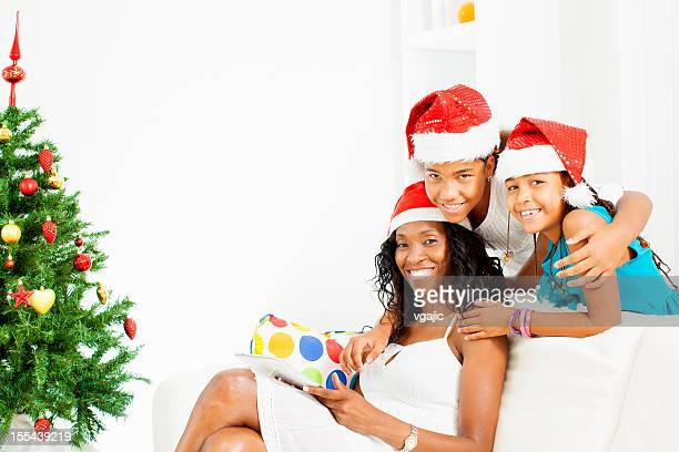 Feliz família Celebrando o Natal.