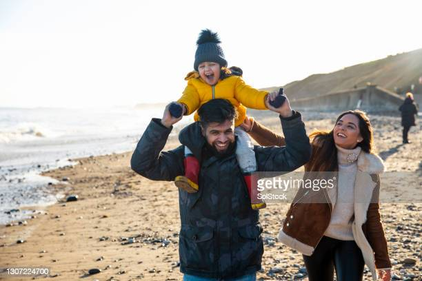 happy family days - season 3 stock pictures, royalty-free photos & images