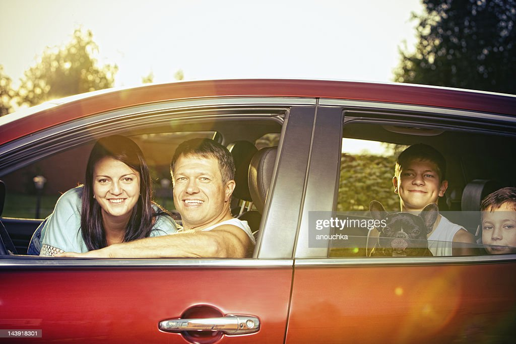 Happy Family in car ready for travel : Bildbanksbilder