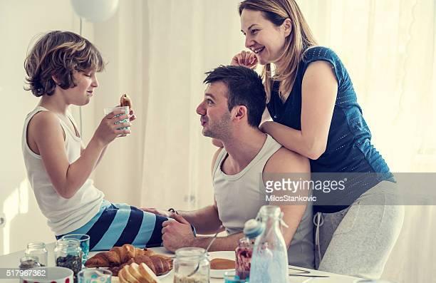 Glückliche Familie Morgen Momente