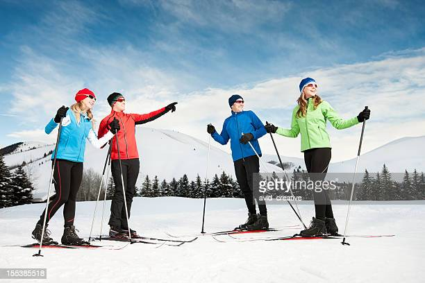 happy family nordic skiing - langlaufen stockfoto's en -beelden