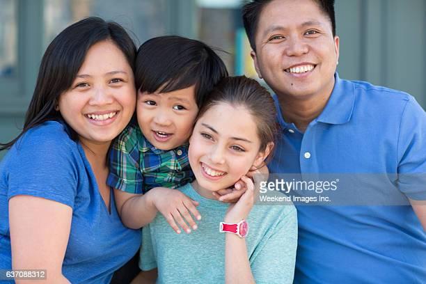 Família feliz de quatro