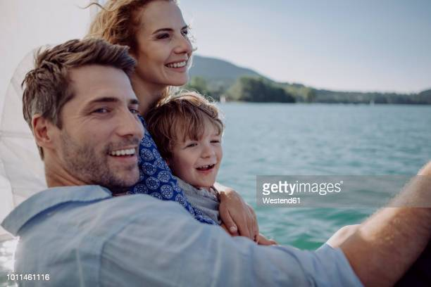 happy family on a sailing trip - due genitori foto e immagini stock