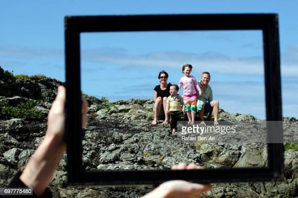 happy family on summer holidy vacation - rafael ben ari foto e immagini stock