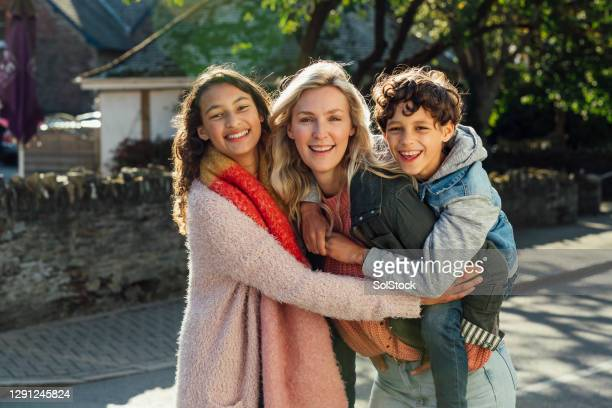 happy family - single mother stock pictures, royalty-free photos & images