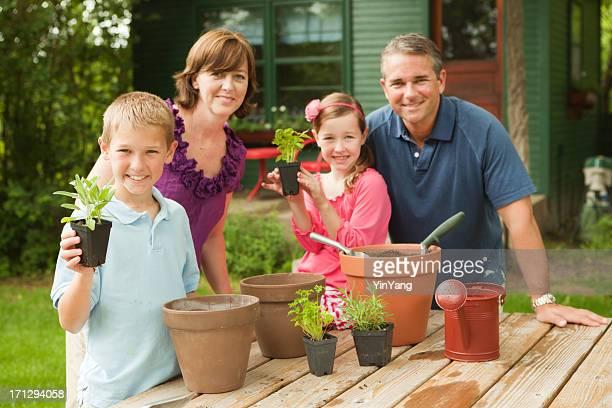 Famille heureuse ensemble Hz Plantation Jardin d'herbes aromatiques