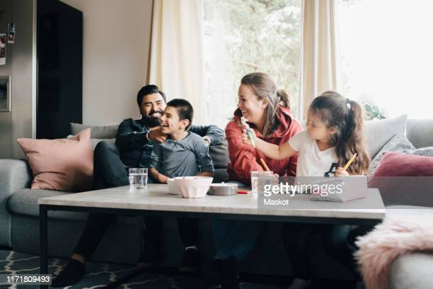happy family spending leisure time in living room - day 4 foto e immagini stock