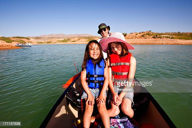 Happy Family Vacation: Canoeing at Lake Mead in Nevada