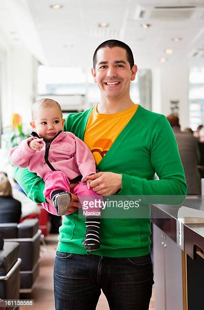 happy father holding his daughter (0-11 months) - 0 11 monate stock-fotos und bilder