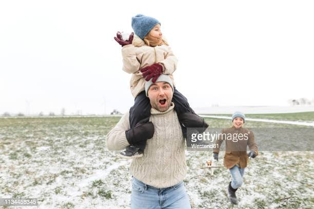 happy father with two children in winter landscape - froid humour photos et images de collection