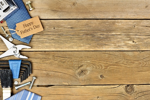 Happy Fathers Day gift tag with side border on wood 527531020