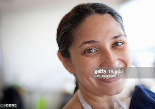 a happy female scuba diver just after a dive - só uma mulher de idade mediana - fotografias e filmes do acervo