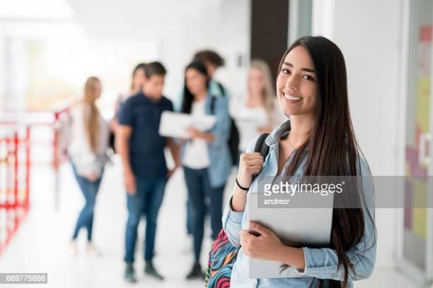 studentessa felice all'università - america del sud foto e immagini stock