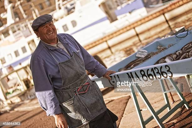 heureux pêcheurs de marseille vendre son matin prendre - marseille photos et images de collection