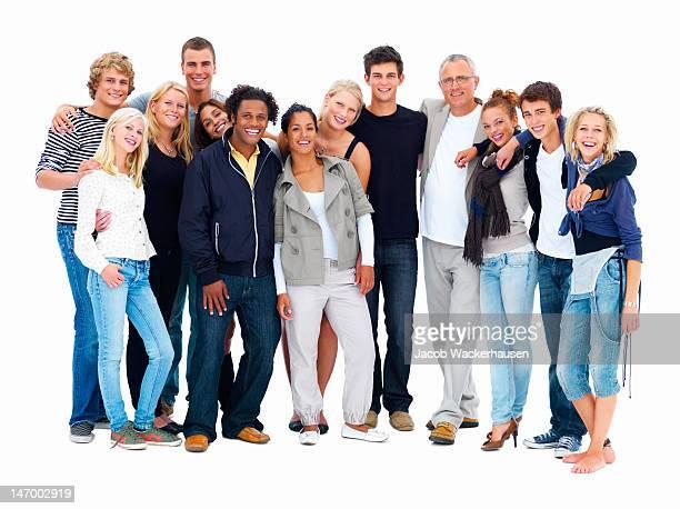 Glückliche Freunde stehen vor weißem Hintergrund.