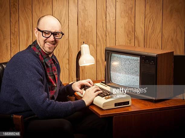 Feliz Geeky Nerd Computer Science trabajo hombre de estilo vintage