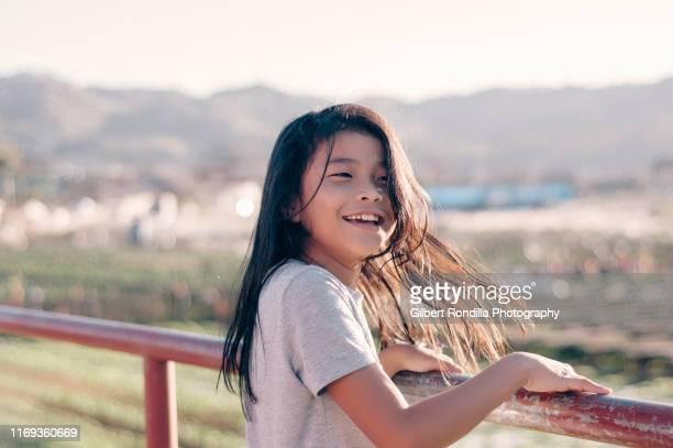 happy girl at strawberry farm - filipino ethnicity and female not male fotografías e imágenes de stock