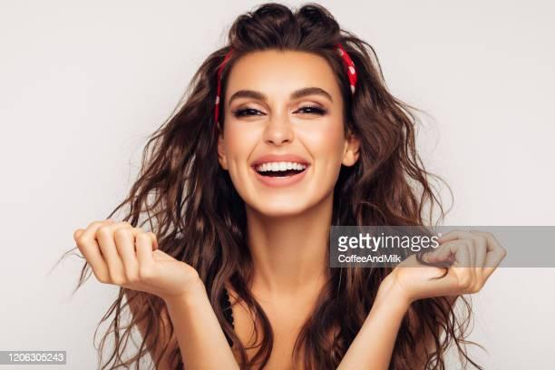 happy girl - fascinante imagens e fotografias de stock