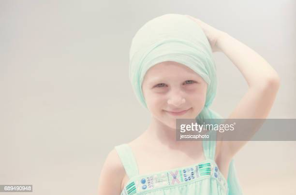 Feliz niña con cáncer