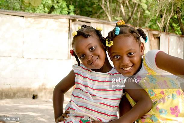 幸せな女性と笑顔でカメラ - 一張羅 ストックフォトと画像