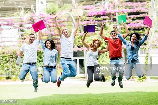 Glückliche Gruppe von Studenten