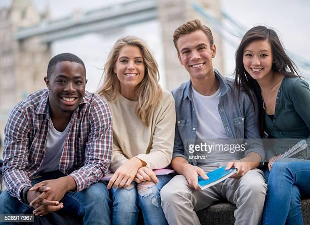 ハッピーな学生グループ