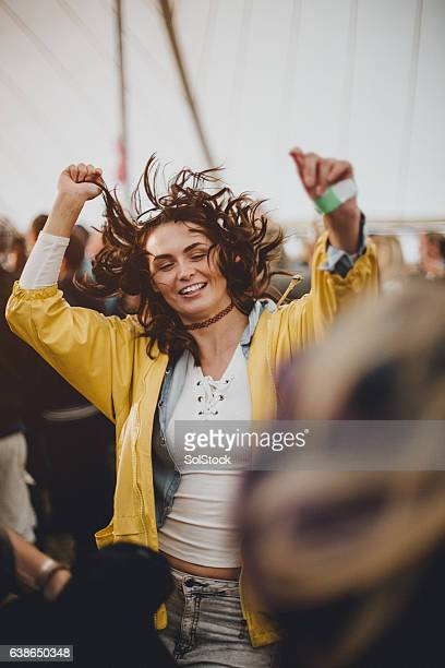 happy hippy - traditioneel festival stockfoto's en -beelden