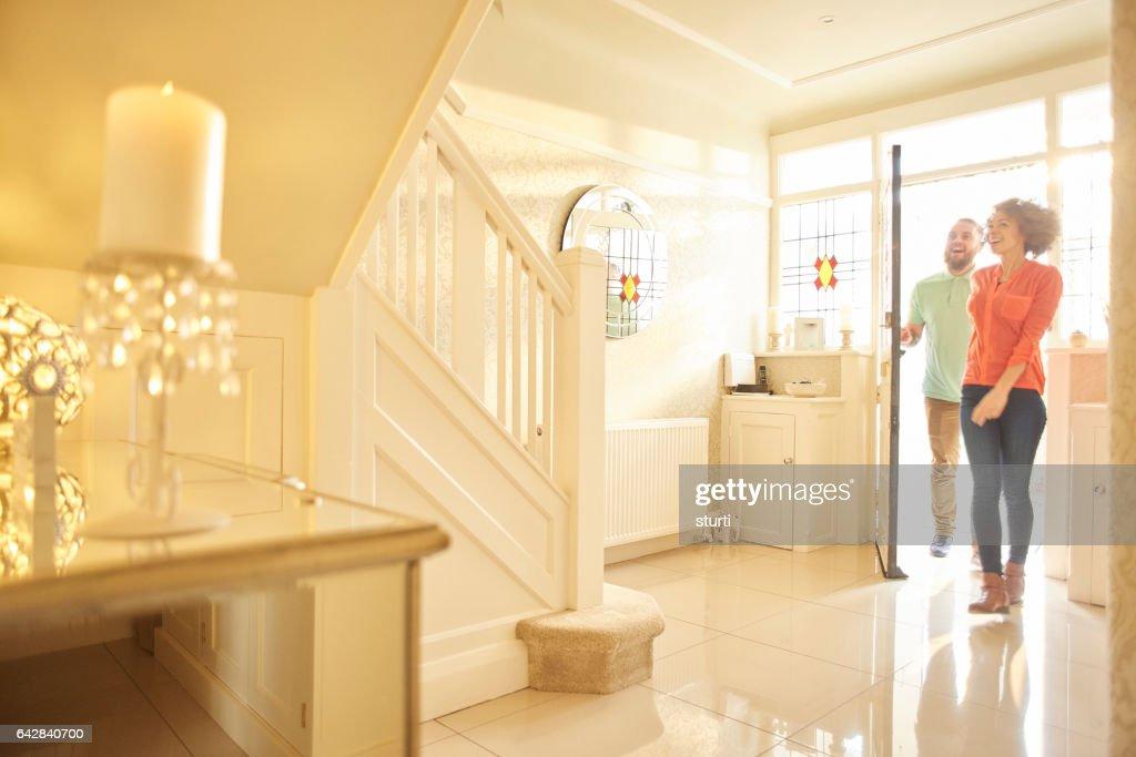 Gelukkig househunting paar : Stockfoto