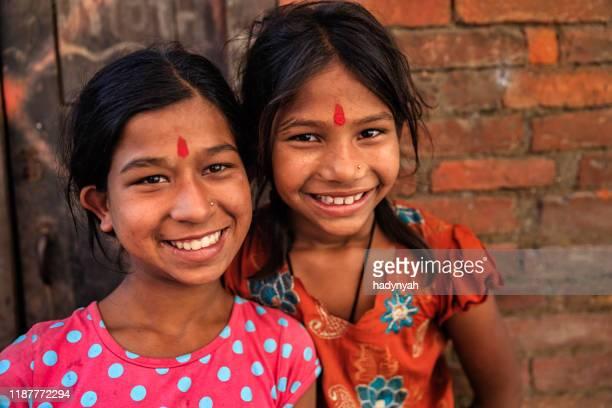 ハッピーインディアンの女の子 - バクタプル ストックフォトと画像