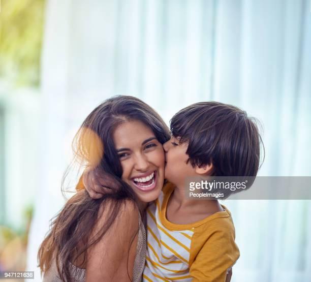 feliz é a criança que tem mãe é feliz - mother - fotografias e filmes do acervo
