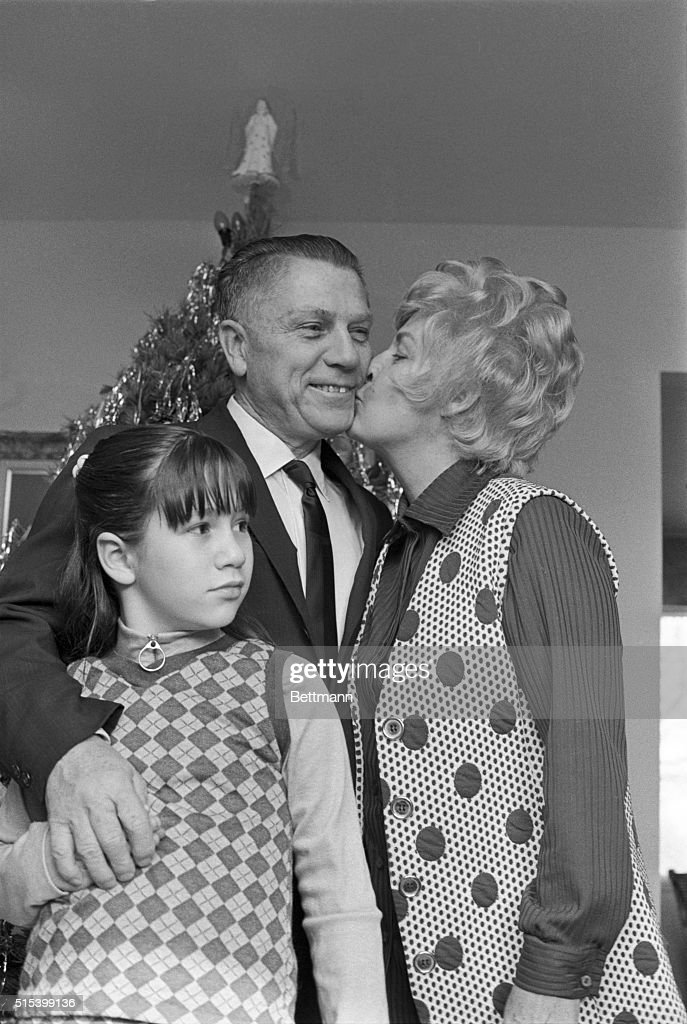 Portrait of James Hoffa with Wife and Granddaughter : Nachrichtenfoto