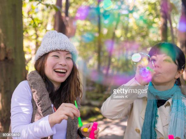 フォレストの泡と遊ぶ幸せ日本姉妹
