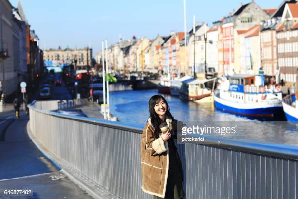 幸せな日本女ニューハウン、コペンハーゲンの観光