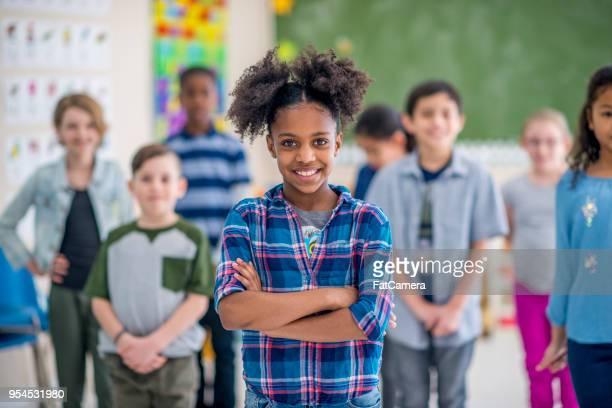bambini felici a scuola - foto di classe foto e immagini stock