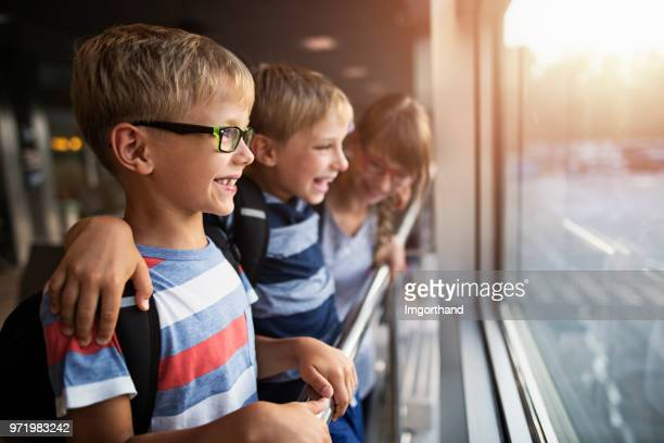 happy kids enjoying waiting at the airport - imgorthand stock photos and pictures