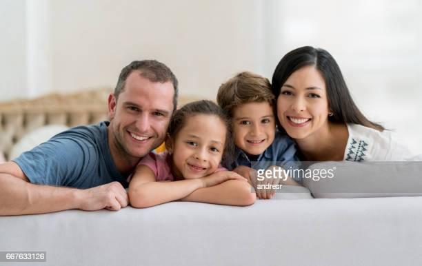 Glücklich lateinamerikanischen Familienbild zu Hause