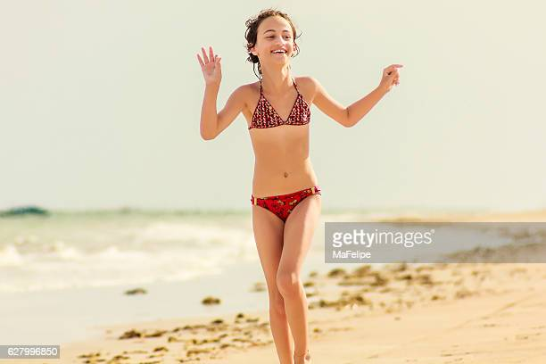 happy little girl enjoying vacations on deserted beach - pré adolescente - fotografias e filmes do acervo