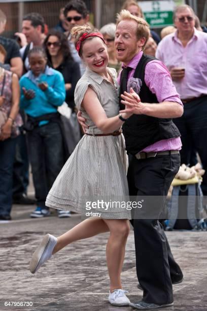 danseurs de swing de londres heureux, thames festival du maire - rock photos et images de collection