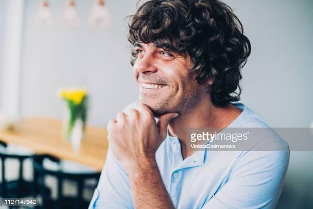 幸せな男自宅 - あご ストックフォトと画像