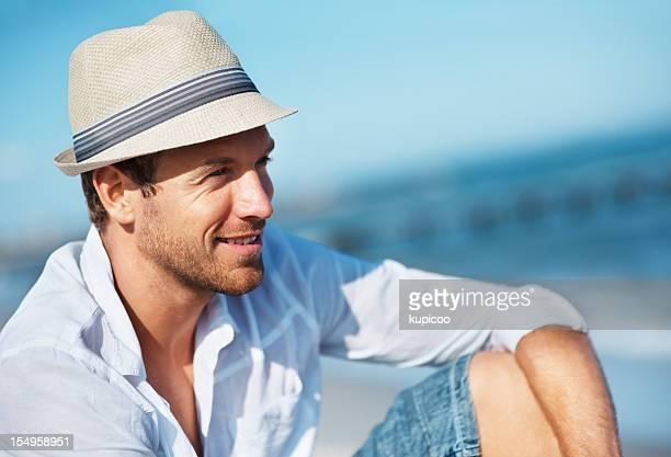 Homme heureux, profitant de la vue